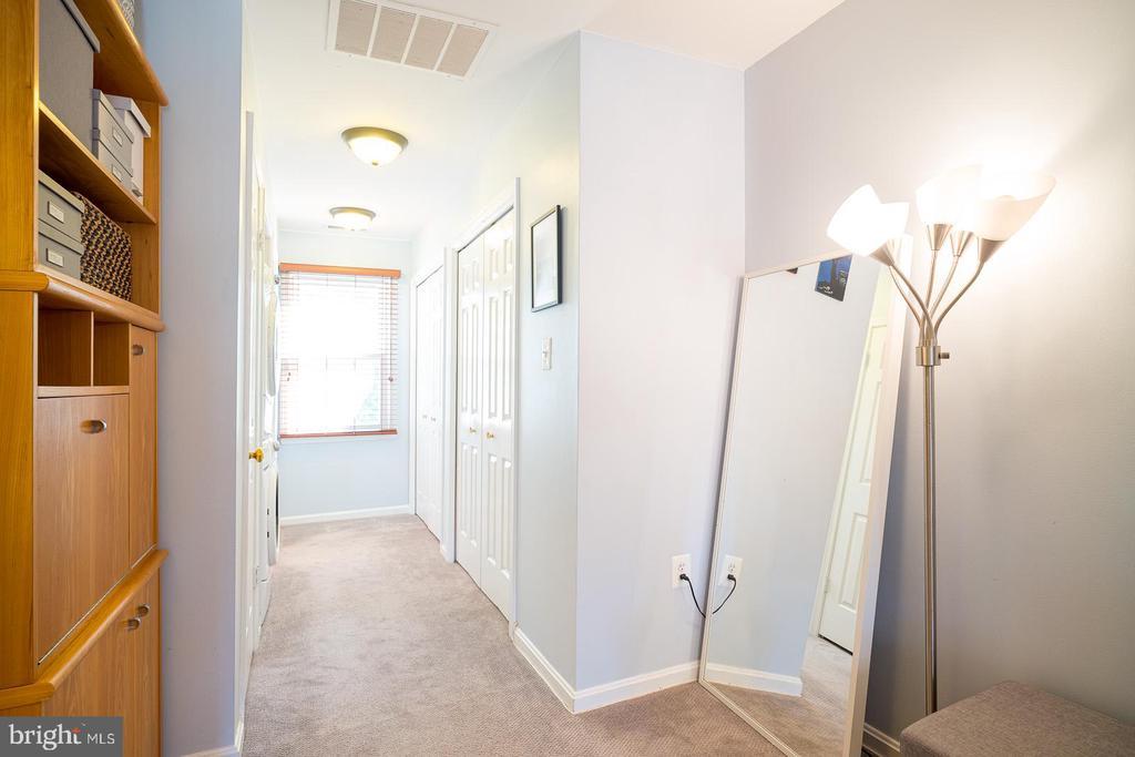 Second Level Master Suite w/ Closet Lined Walls - 1952 N CLEVELAND ST #1, ARLINGTON