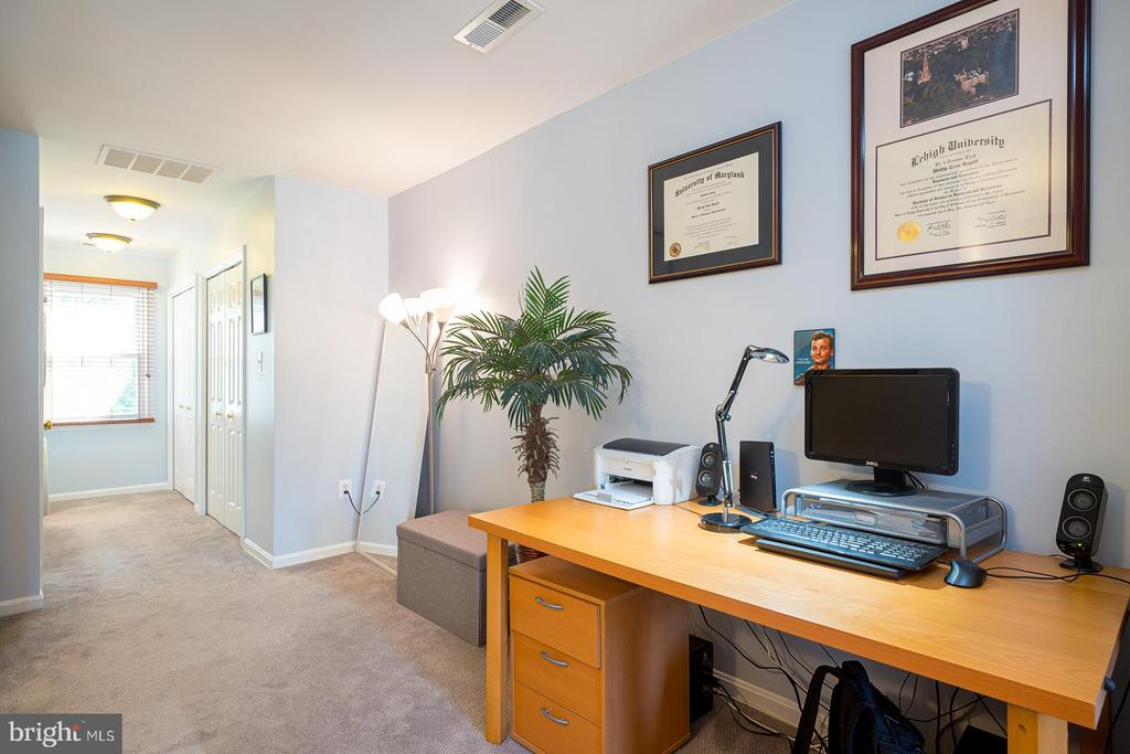 Second Level Master Suite w/ Room for Office - 1952 N CLEVELAND ST #1, ARLINGTON