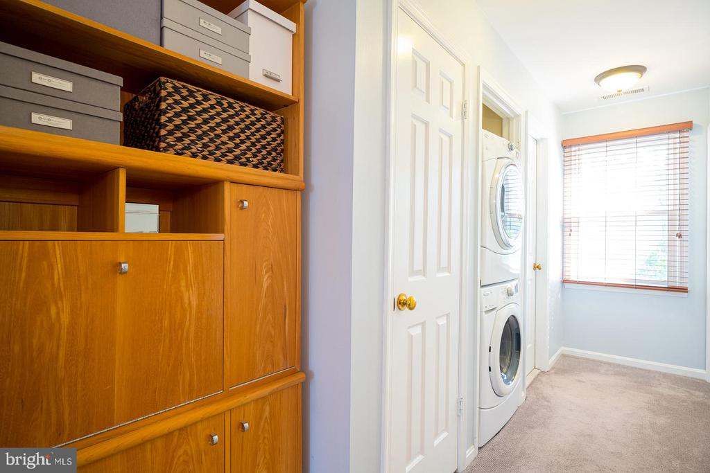 Second Level Master Suite w/ Washer and Dryere - 1952 N CLEVELAND ST #1, ARLINGTON