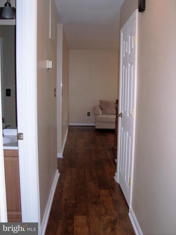 HALL FROM BEDROOMS TO LIVING ROOM - 11504 GORDON RD, FREDERICKSBURG