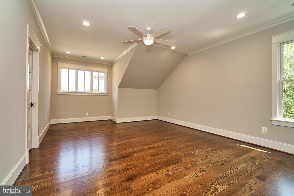 Bedroom 2, 2nd floor. En Suite. - 3616 N UPLAND ST, ARLINGTON