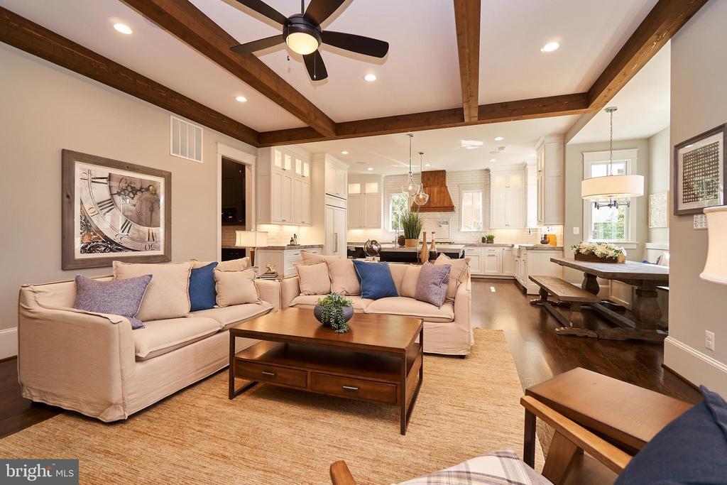 Spacious family room. - 3616 N UPLAND ST, ARLINGTON