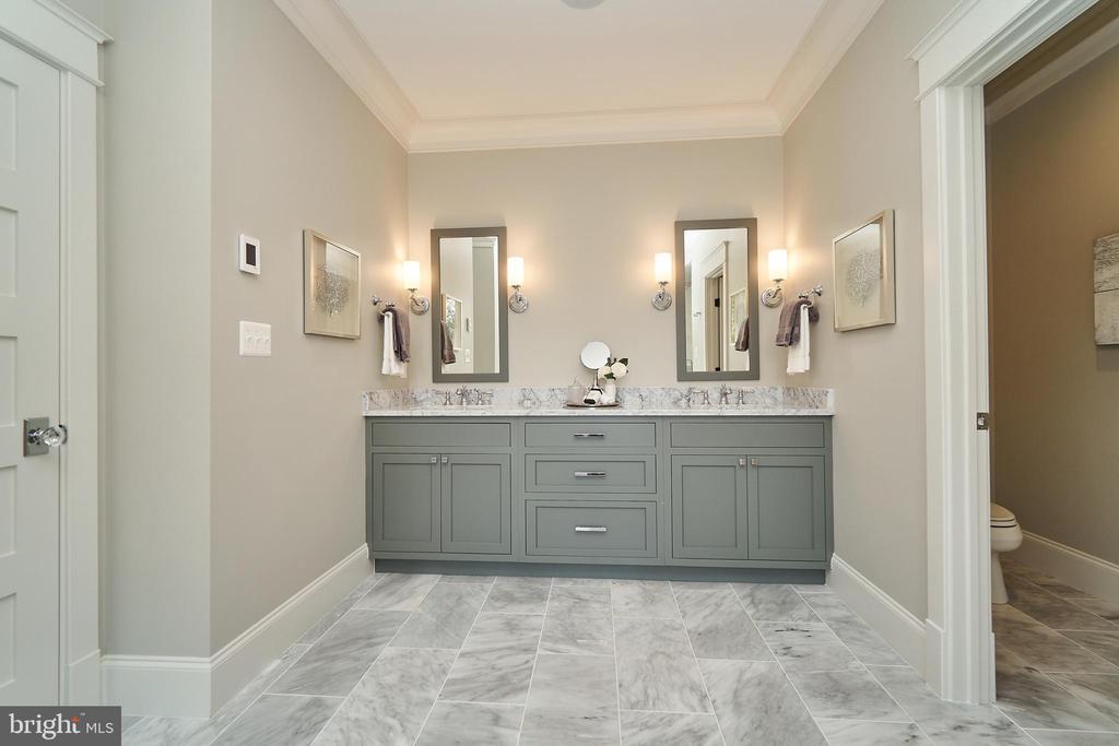 Master Bath. Double vanity. Marble floors. - 3616 N UPLAND ST, ARLINGTON