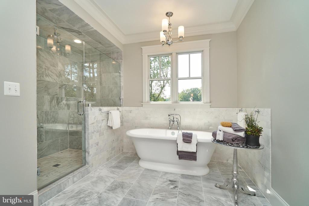 Master bath. Soaking tub.  Ceramic tile shower. - 3616 N UPLAND ST, ARLINGTON