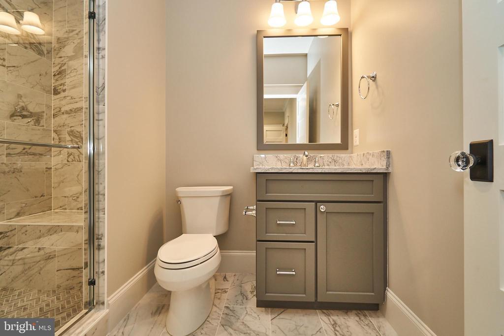 Bedroom 3 en suite bathroom. - 3616 N UPLAND ST, ARLINGTON
