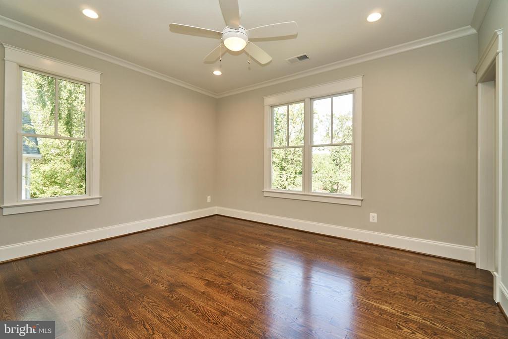 Bedroom 4, 2nd floor en suite. - 3616 N UPLAND ST, ARLINGTON