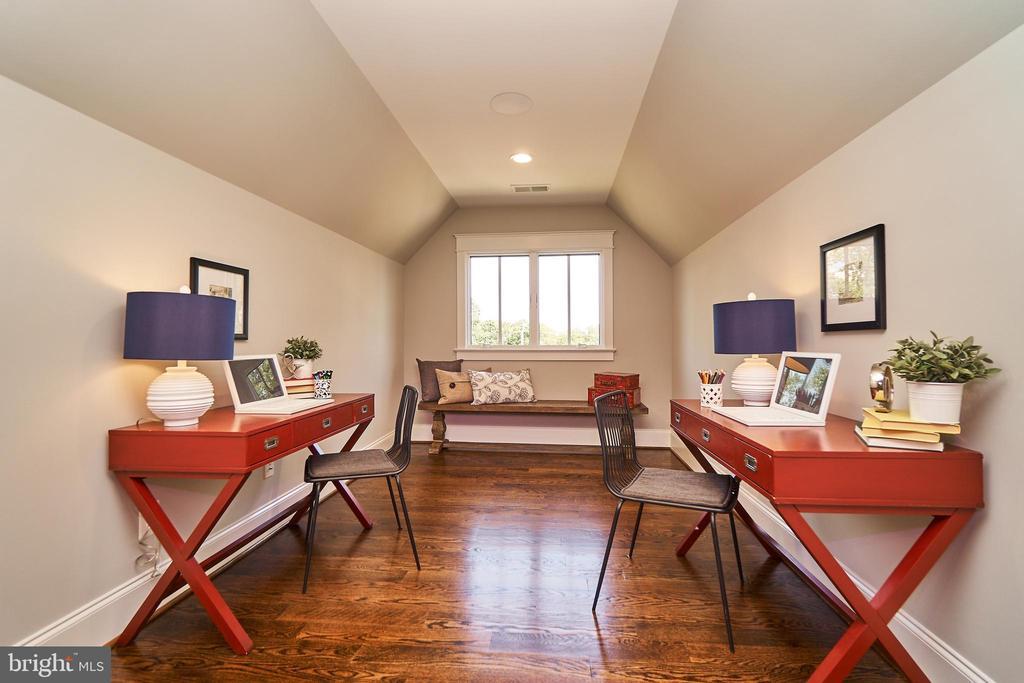 Loft office or craft area. - 3616 N UPLAND ST, ARLINGTON
