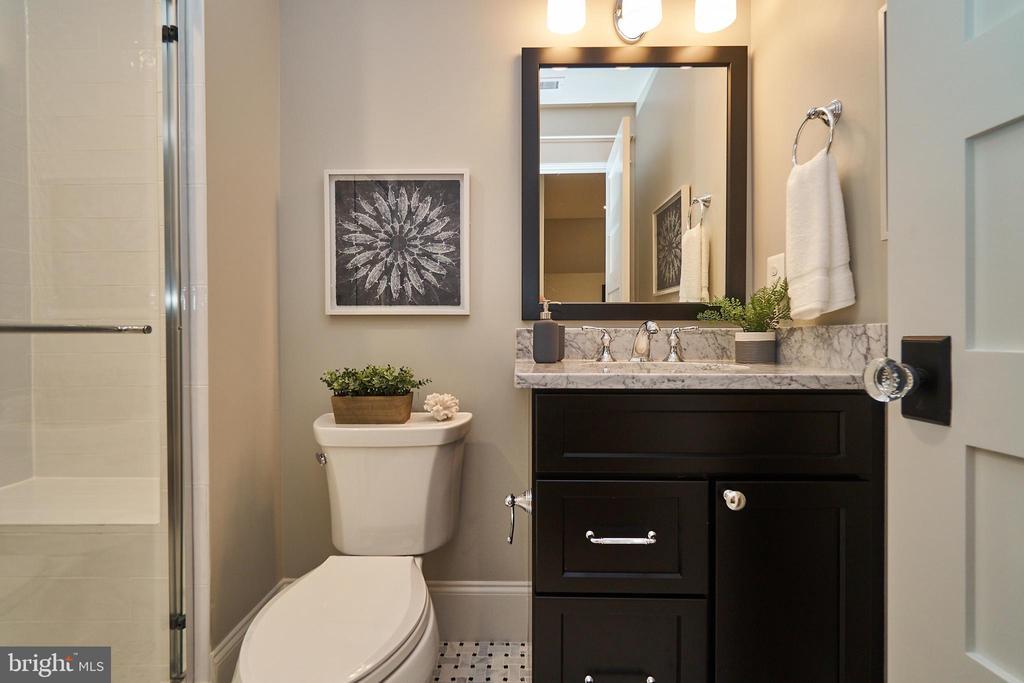 Loft bathroom. - 3616 N UPLAND ST, ARLINGTON
