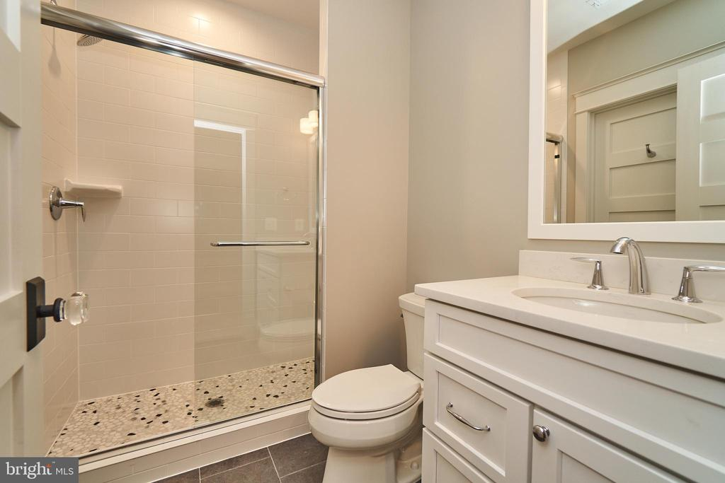 Basement bedroom en suite bathroom. - 3616 N UPLAND ST, ARLINGTON