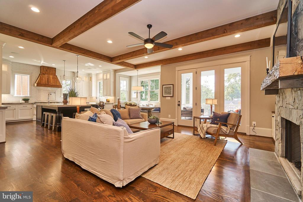 Family room opens to Kitchen and screened porch. - 3616 N UPLAND ST, ARLINGTON