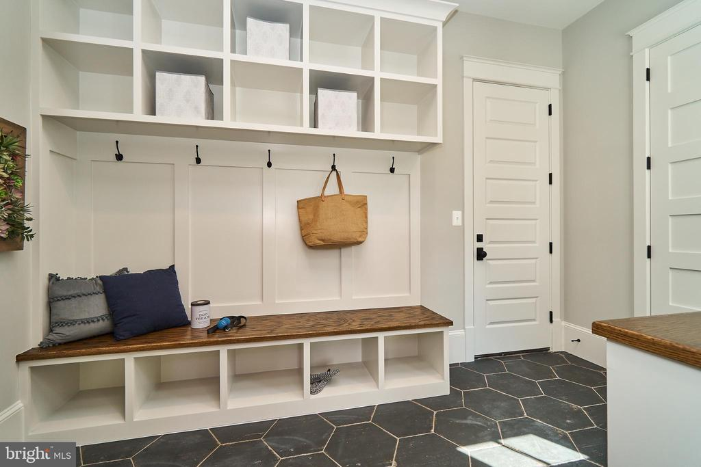 Mud room off kitchen. 9' solid core doors, slate - 3616 N UPLAND ST, ARLINGTON