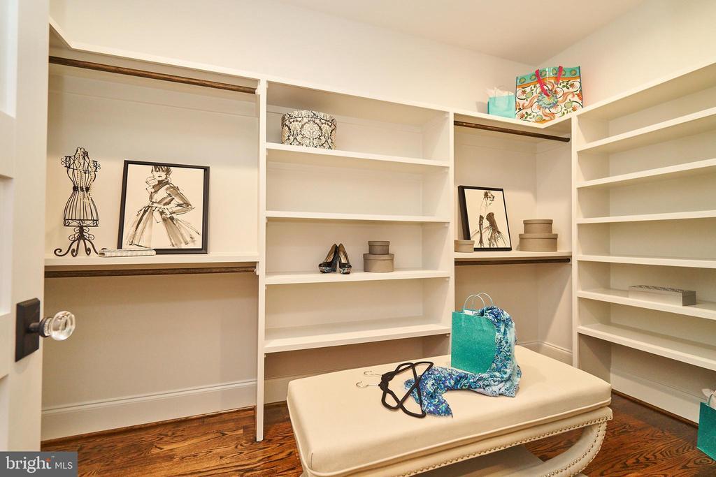 Master Bedroom closet #1. - 3616 N UPLAND ST, ARLINGTON