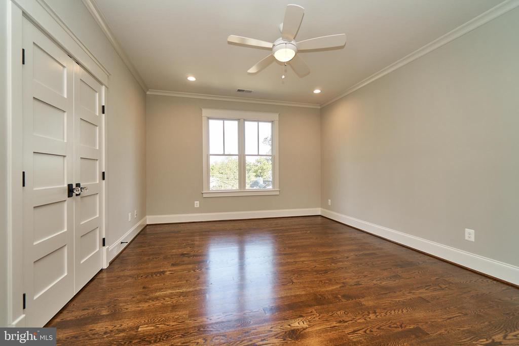 Bedroom 3, 2nd floor. En Suite. - 3616 N UPLAND ST, ARLINGTON