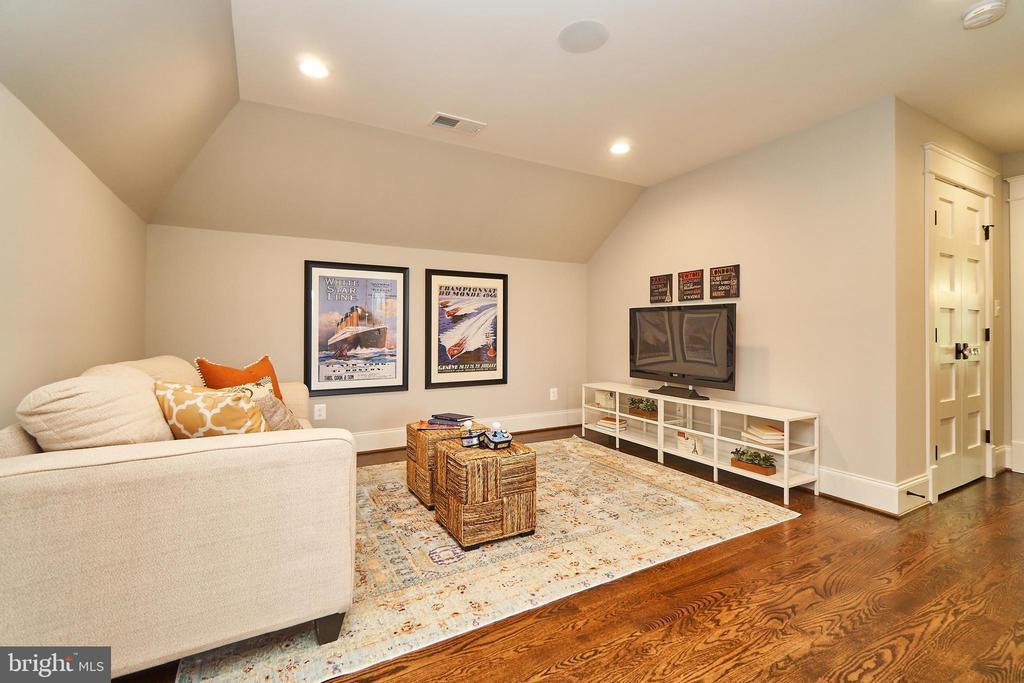 Loft seating area. - 3616 N UPLAND ST, ARLINGTON