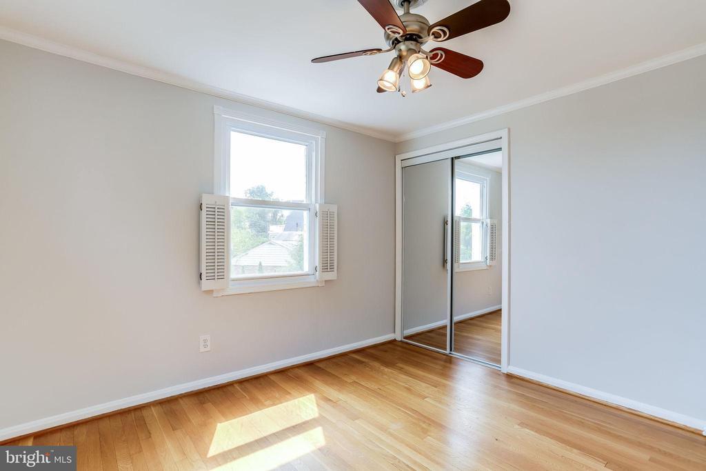 Bedroom 1 with Ceiling Fan - 2902 LANDOVER ST, ALEXANDRIA