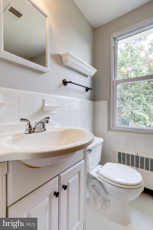 Bathroom 1 - Upper Level - 2902 LANDOVER ST, ALEXANDRIA