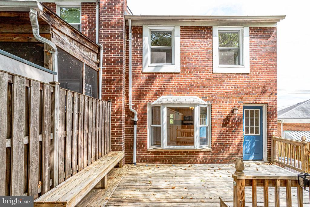 Deck with Built-in Seating - 2902 LANDOVER ST, ALEXANDRIA