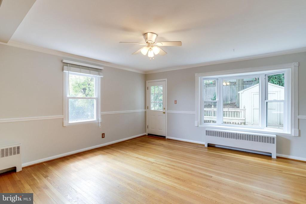 Living Area with Bay Window & Natural Lighting - 2902 LANDOVER ST, ALEXANDRIA