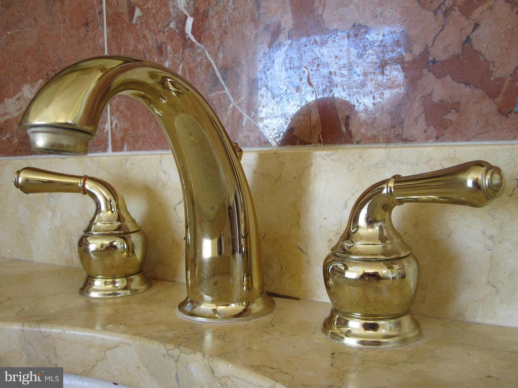 Solid brass master bathroom fixtures - 120 QUAIL LN, NEW MARKET