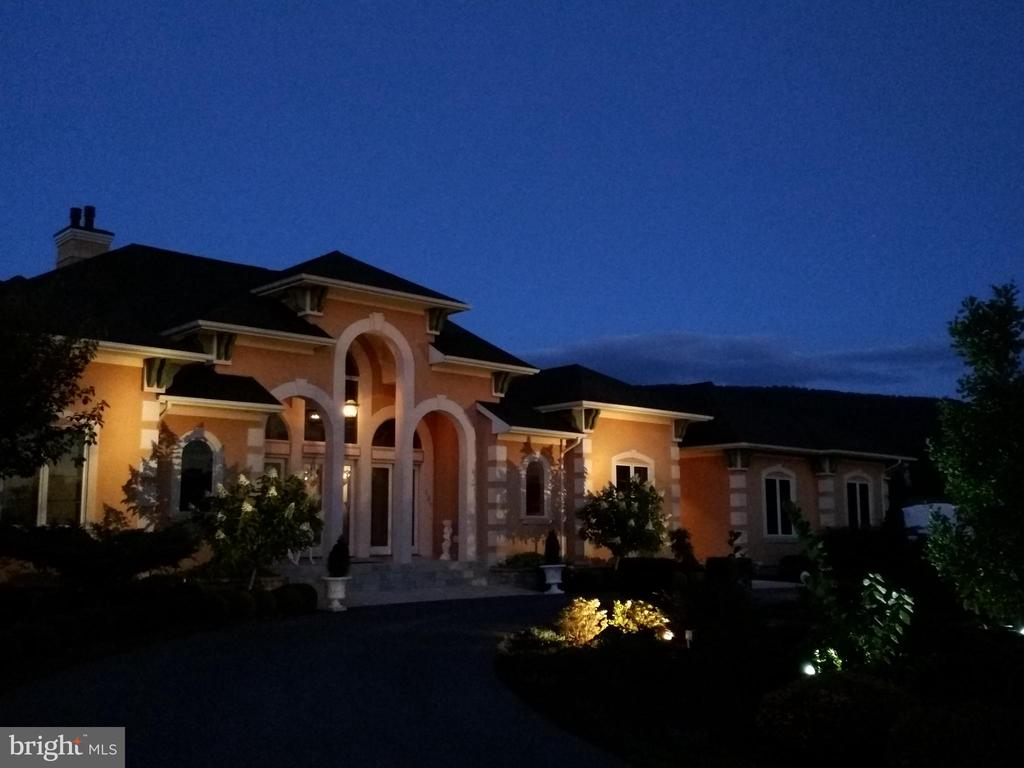 Night lighting greets your guest - 120 QUAIL LN, NEW MARKET