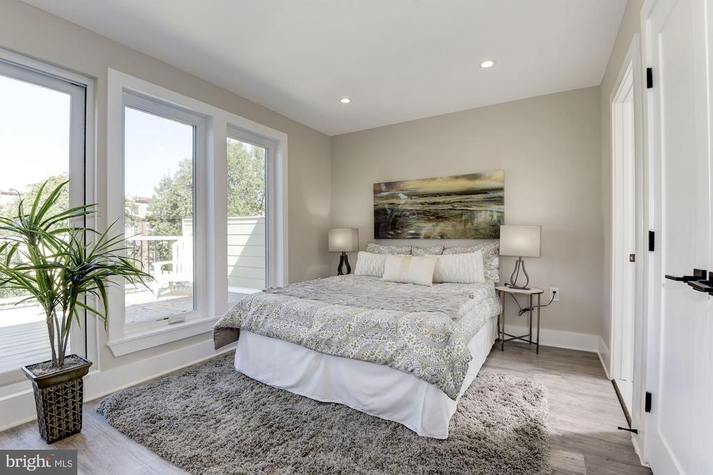 Master Bedroom with access to Top Deck - 1715 KENYON ST NW #2, WASHINGTON