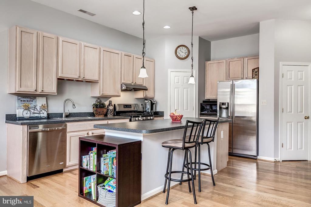 kitchen view 1 - 26145 NIMBLETON SQ, CHANTILLY