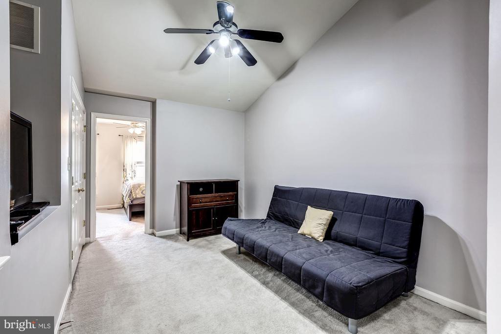 3rd floor rec room between 2 large bedrooms - 26145 NIMBLETON SQ, CHANTILLY