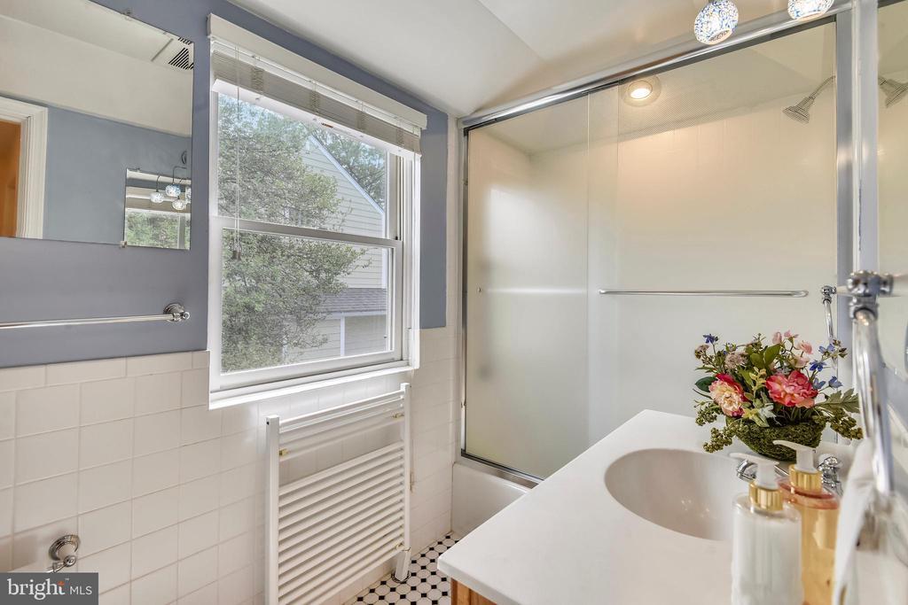 Second Floor Full Bath - 912 W BRADDOCK RD, ALEXANDRIA