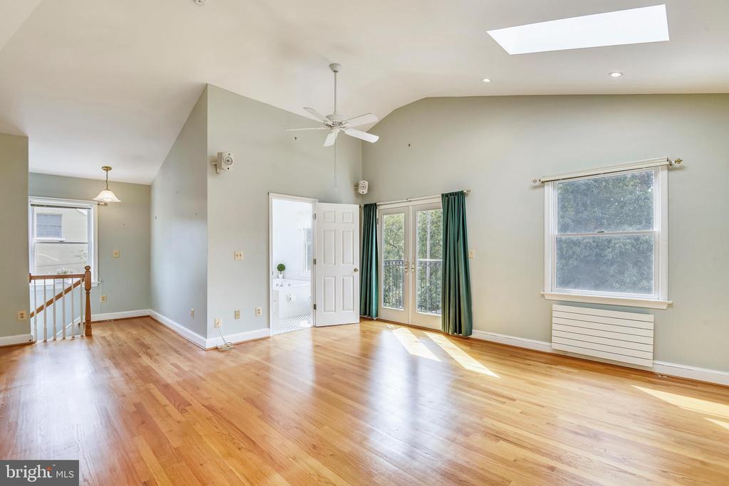 Spacious, light filled Master Suite - 912 W BRADDOCK RD, ALEXANDRIA