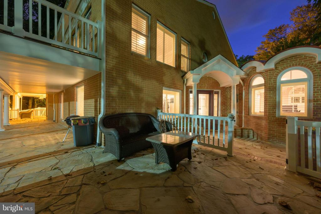 This home needs to be seen to be believed- - 7395 BEECHWOOD DR, SPRINGFIELD