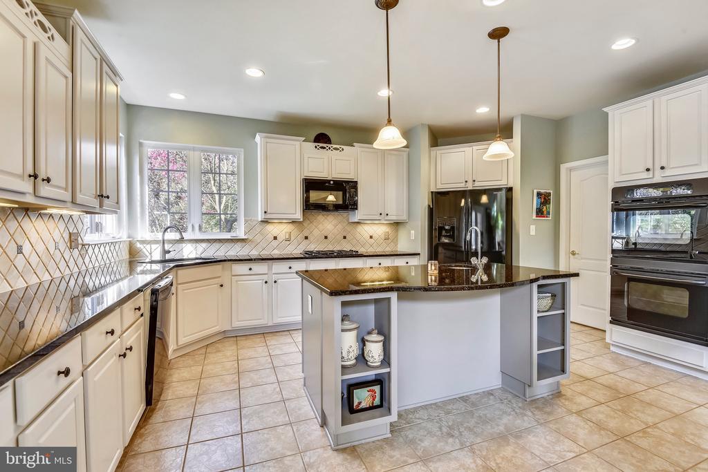 Updated Kitchen - 1221 ADMIRAL ZUMWALT LN, HERNDON