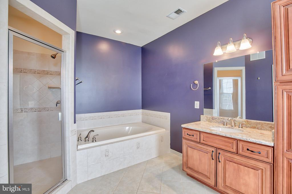 Masterbath - 11000 MISTY CREEK CT, NOKESVILLE