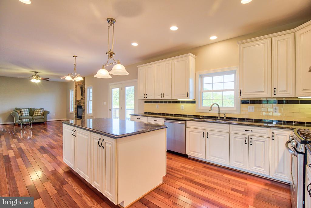 Kitchen has granite countertops - 11000 MISTY CREEK CT, NOKESVILLE