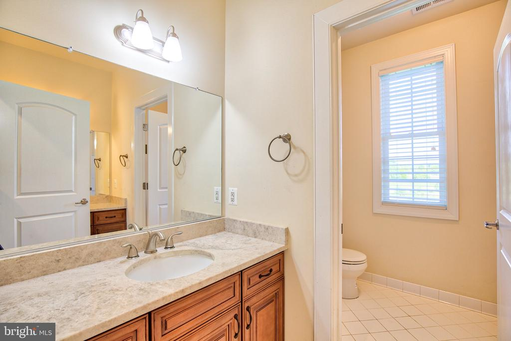 Hall Bathroom - 11000 MISTY CREEK CT, NOKESVILLE