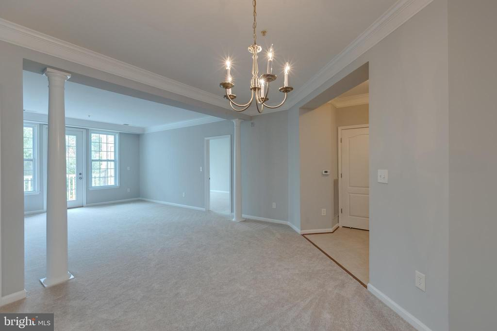 Dining Room/Living Room Combo - 24701 BYRNE MEADOW SQ #306, ALDIE