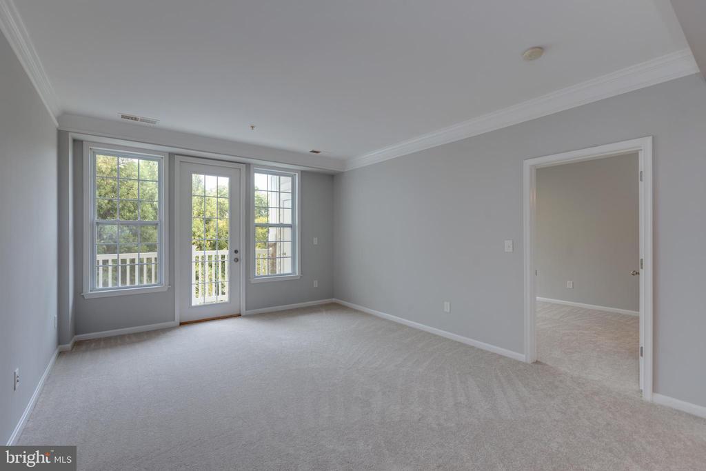 Master Bedroom off of Living Room - 24701 BYRNE MEADOW SQ #306, ALDIE