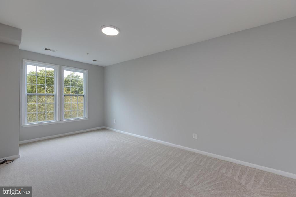 Master Bedroom with tree view - 24701 BYRNE MEADOW SQ #306, ALDIE