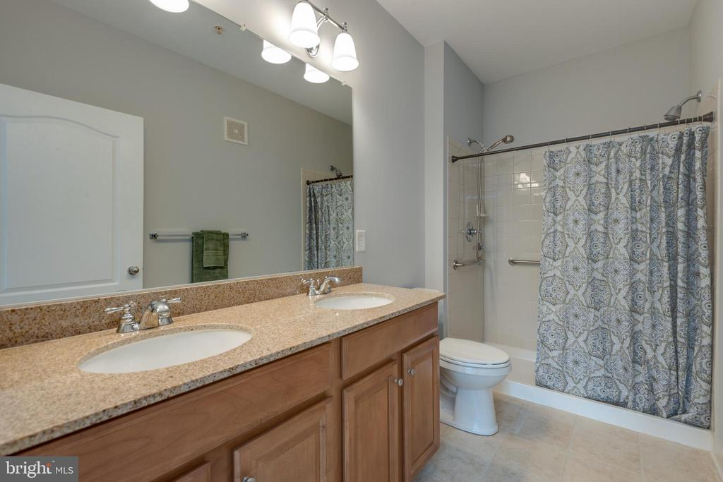 Master bath with dual sinks and dual shower heads - 24701 BYRNE MEADOW SQ #306, ALDIE