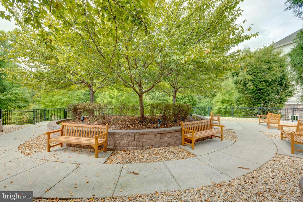 Lots of seating and benches - 24701 BYRNE MEADOW SQ #306, ALDIE