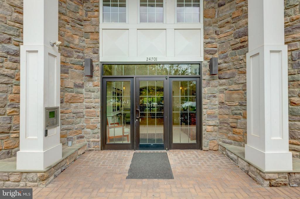 Secured building - 24701 BYRNE MEADOW SQ #306, ALDIE