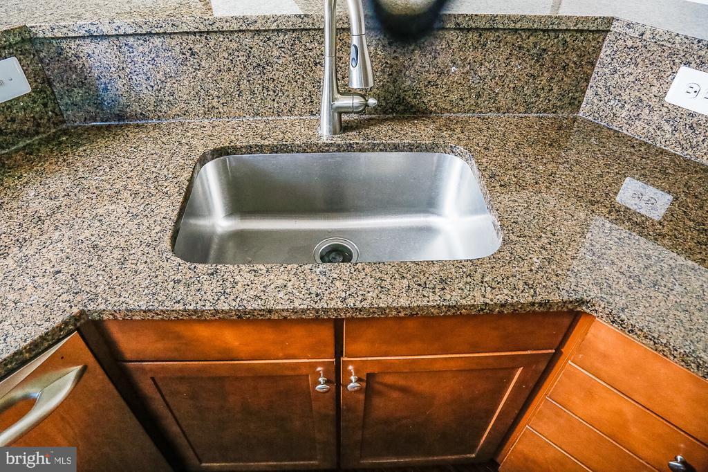 Granite Countertops - 21726 INDIAN SUMMER TER, STERLING