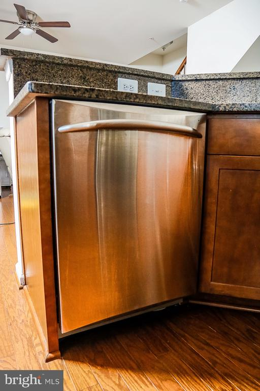 Stainless Steel Appliances - 21726 INDIAN SUMMER TER, STERLING