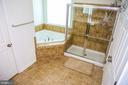 Large Shower with separate Soaking Tub to relax - 21726 INDIAN SUMMER TER, STERLING