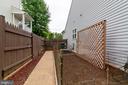 Garden with water barrel - 32 TAVERN RD, STAFFORD