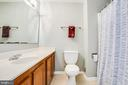 One of two ensuite bathrooms on upper level - 15009 BRIDGEPORT DR, DUMFRIES