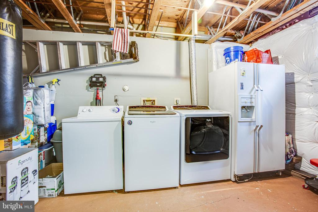 Laundry area with plenty of storage & extra fridge - 15009 BRIDGEPORT DR, DUMFRIES