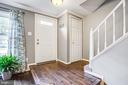 Sunny front entryway with pristine hardwoods - 15009 BRIDGEPORT DR, DUMFRIES