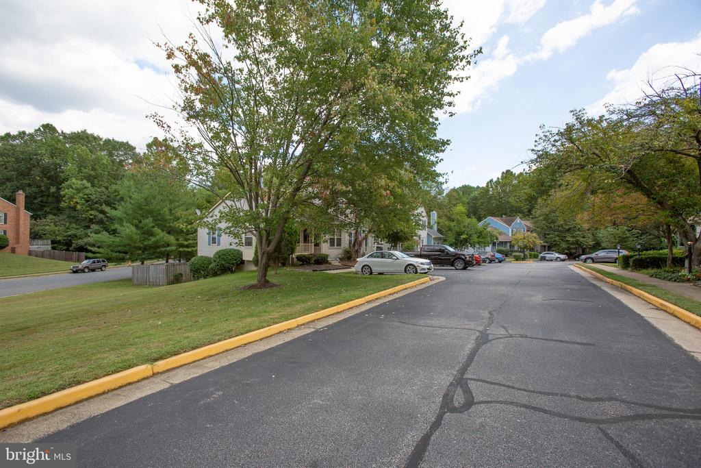 Private, dead-end street leads to your new home! - 15009 BRIDGEPORT DR, DUMFRIES