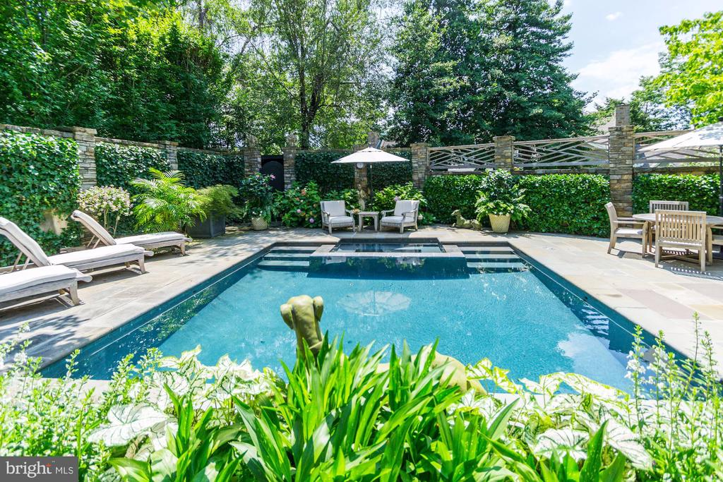 Breathtaking  Backyard - 2848 MCGILL TER NW, WASHINGTON