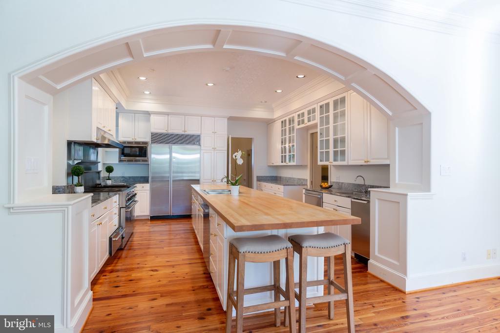 Beautiful Arch in Kitchen to Breakfast Area - 2848 MCGILL TER NW, WASHINGTON